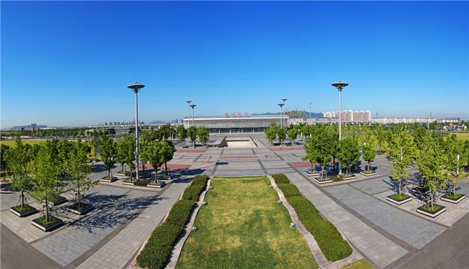 站前广场、站前路、金桥路、浒莲路等新建绿化及景观广场、水景工程