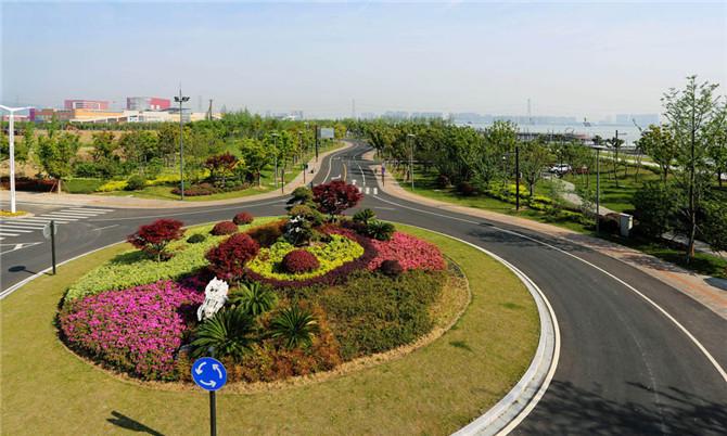滨湖竞搏JBO吴中片区太湖大堤中段绿化景观工程
